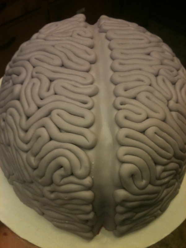 brain cake #2 - nice detail.  maybe blue (Blake) and green (Cole) brains would be less 'gross'