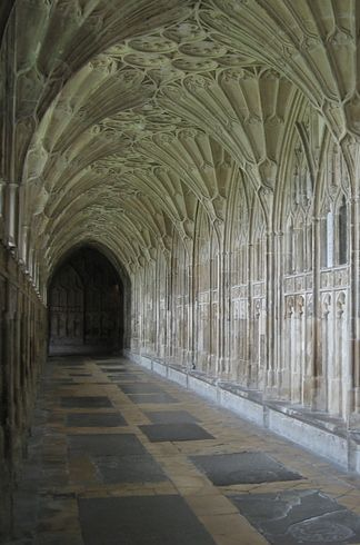 "Hogwarts' corridors (Gloucester Cathedral's cloisters, Gloucestershire and New College's cloisters, Oxford University) | The ""Harry Potter"" Guide To The U.K."