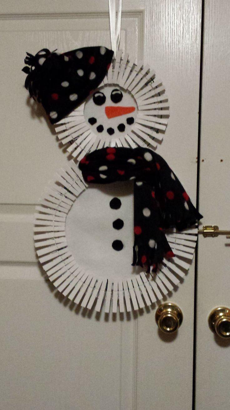 clothespin wreath snowman