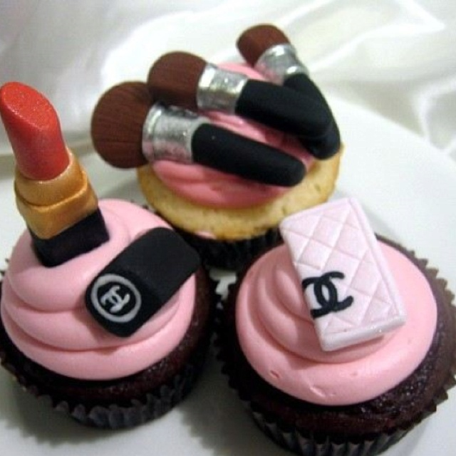 Chanel Nail Polish Cake: 1000+ Images About Chanel Cupcakes On Pinterest
