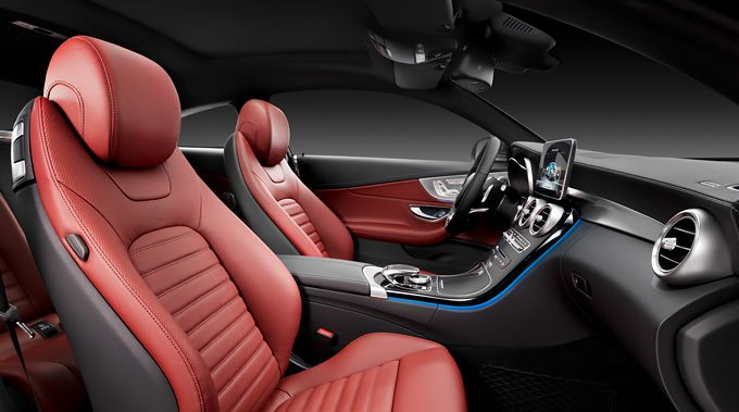 The interior of the Mercedes-Benz C-Class Coupé reveals flowing forms.