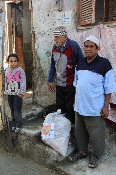 Catatan-catatan Manis tentang Saudaraku Ustadz Abu Saad Muhammad Nurhuda  YOGYAKARTA Selasa (Sahabat Al-Aqsha): Beliau adalah pahlawan bagi kaum Muslimin yang tertindas dan kesusahan karena bencana. Palestina Suriah Merapi Padang Aceh Banjarnegara dan lain-lain. Beliau tawadhu ringan tangan dan berpikiran terbuka. Itulah almarhum Saudaraku Ustadz Abu Saad Muhammad Nurhuda yang wafat kemarin di Bagan Batu Riau. Telepon Ustadz Ferry Nur tentang wafatnya Ustadz Abu Saad sangat mengejutkan…