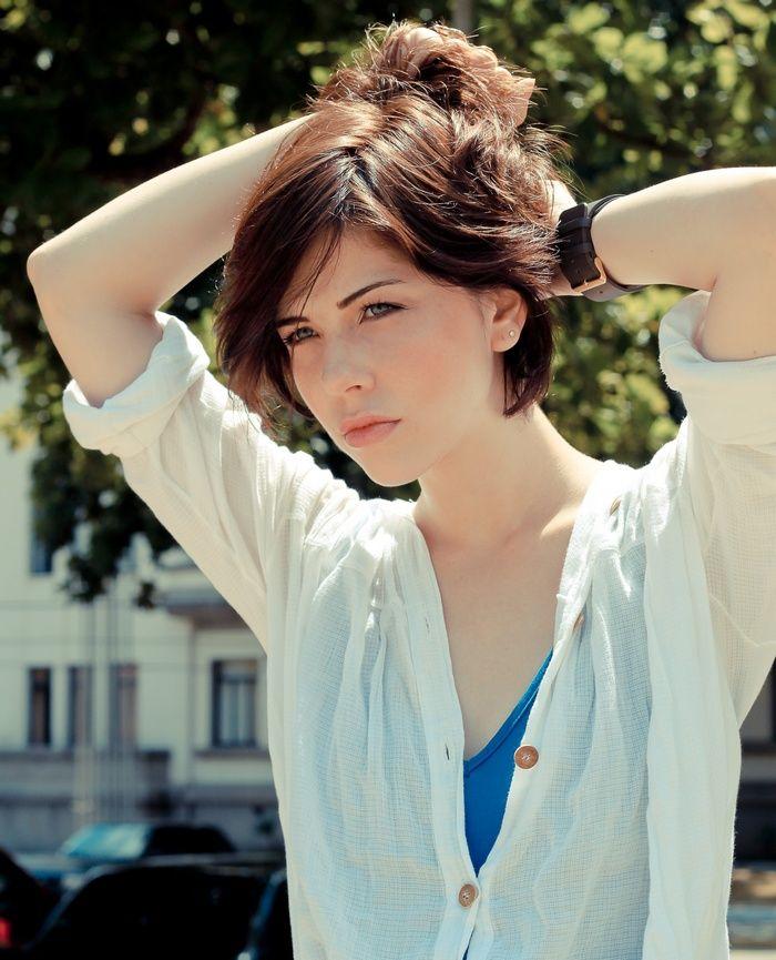 Blue Eyes Model Bia Arantes Short Hair Actress Wallpaper Short Hair Styles Hair Styles Actresses