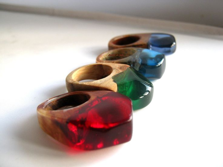 © Atelier de Jade wood and resin ring Made in Belgium! Bagues en résine et bois. Ringen in hars en hout. Anillos de resina y madera