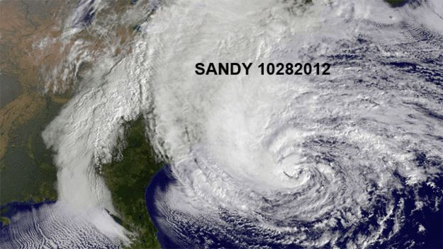 The Most Terrifying Hurricane Sandy GIF You'll See Today http://www.buzzfeed.com/whitneyjefferson/the-most-terrifying-hurricane-sandy-gif-youll-see?utm_campaign=socialflow_source=twitter_medium=buzzfeed#