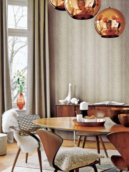 Darf es etwas mehr sein? Nach Zeiten vornehmer Zurückhaltung erstrahlen dieses Jahr Häuser und Wohnungen in Glanz und Gloria : Deko und Einrichtung aus Metall liegt im Trend.