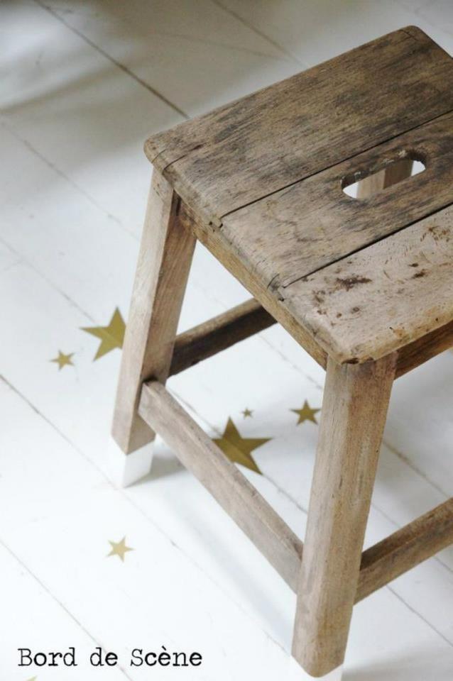 jolies étoiles dorées sur parquet peint (Bord de Scène)