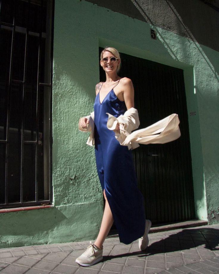 #repost @smartluxury_es  . . Missing the sun ☀️ GOODNIGHT . . #emergingbrands #madrid #streetstyle #ethicalfashion #nichebrands #design  .  . #Chicaeturel @julia.rguez  #fotografia @inmarbi  . .  #eturel #capsulaeturel #coleccioncapsula #etureloi2017 #eturel90s #saten #azul #invitadas90s #90s #90style #streetstyle #invitadaperfecta #invitadasdifentes #style #fashion #lookoftheday