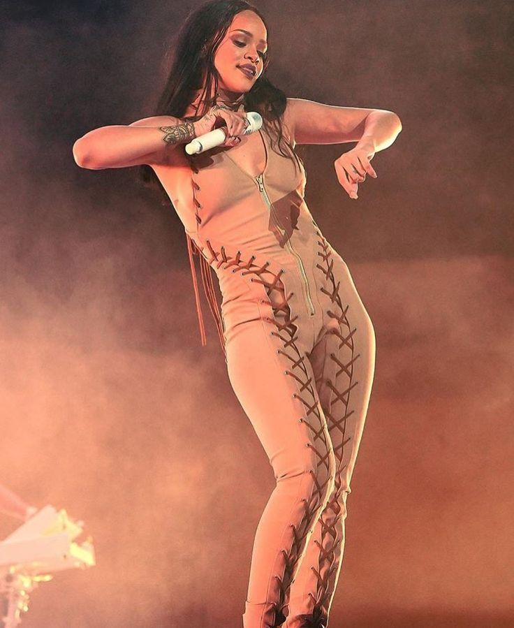 Rihanna Tour #badgyalriri   insta:@alyssambrady & pin:@alyssaabrady✨✨