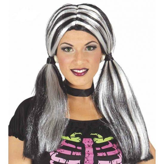 Halflange damespruik zwart met roze  Zwart met witte damespruik. Damespruik van zwart met wit lang haar en twee paardenstaarten. Deze pruik kunt u gebruiken bij bijvoorbeeld punk heks of gothic kostuums.  EUR 14.95  Meer informatie