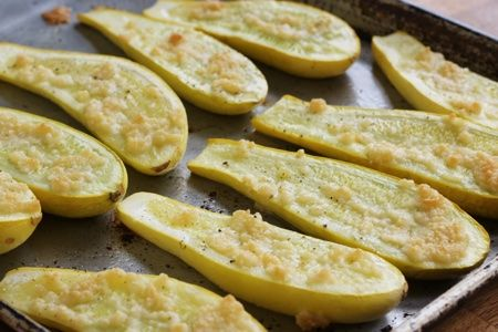 roasted summer squash  -  snackgirl, veggies, frugal.  cheese, olive oil, the sweetness of the squash goes well with the salty cheese.  want to try.     lj