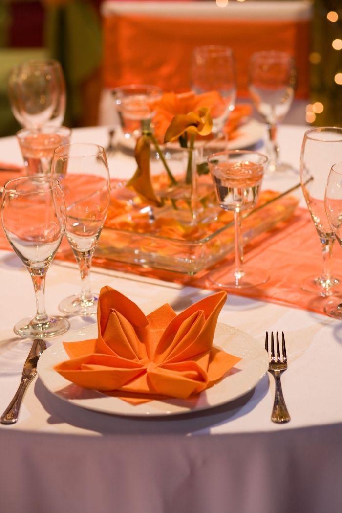 1001 Idees De Pliage De Serviette En Papier Facile Pour Anniversaire En 2020 Decoration De Table Orange Pliage Serviette Serviette Papier
