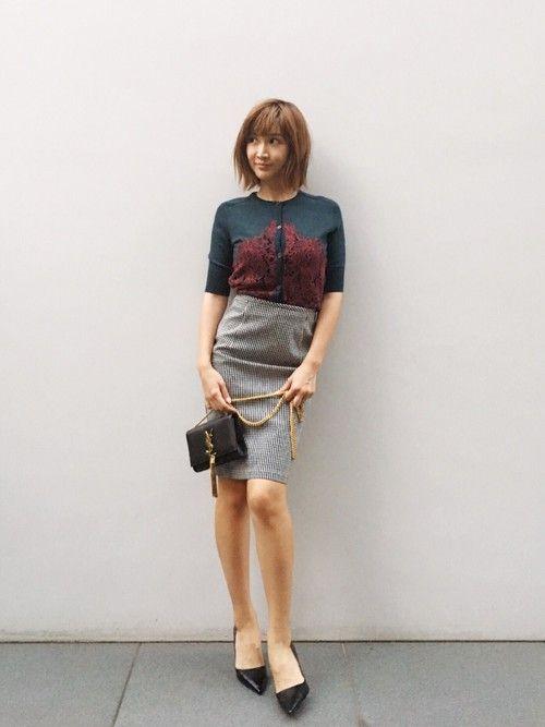 紗栄子さんの「Prada Leather Pointed-Toe 85mm Pump, Black (Nero)(Prada)」を使ったコーディネート