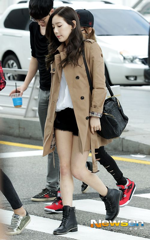 i seriously love her style! taeyeon (snsd) - black shorts, white top, brown trench coat and black boots