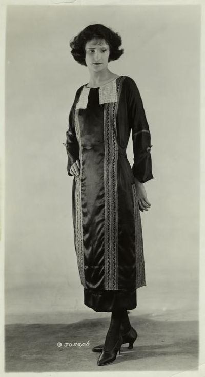 Saison Ciel - Women's fashions, 1921: Vertical Accent, Fashion 1920, Woman Fashion, Twenty Fashion, 1920S Fashion, Dark Long Sleeve, 1920 S 30 S, Glamour 1920S, Long Sleeve Dresses