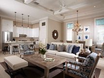 Houzz Tour: Traditional Meets Transitional in a Townhouse