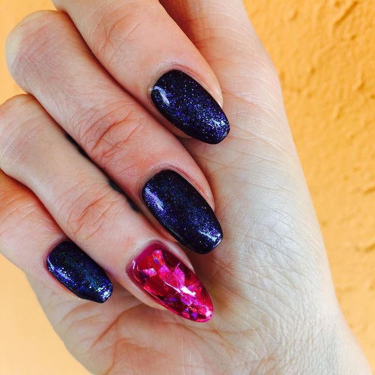 Hahahaaa che bello!!  @pronails_italia #nailart#nails#nailartaddict#nailartglitter#nailartfoil#blackglitter#nails#nailartist#pronails#pronails_italia#pronailsitalia#professionails#passionails#nailsalon#italia#pordenone#azzanodecimo#makebeauty#centroestetico#nailfoil#fuxianails by makebeautyy