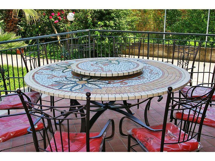 La nostra esperienza ci permette di realizzare tavoli per esterno adattati a qualsiasi esigenza. Resistenza, lucentezza, impermeabilità e valore sono le qualità che contraddistinguono il nostro prodotto, facendolo divenire un bene di premium price.  #art #mosaic #table