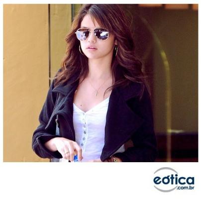 Selena Gomez com os seus óculos de sol Ray-Ban aviador #aviator #rayban #sunglass #selenagomez #fashion #oculosdesol