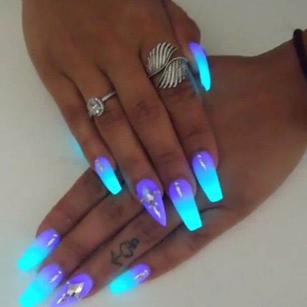 Best 25+ Glow nails ideas on Pinterest | Acrylic nails ...