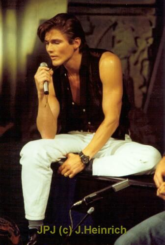 "Morten Harket,   what ""Dressing Your Truth"" Type ? He has an angled face, may be Type 4 or 3 ?"