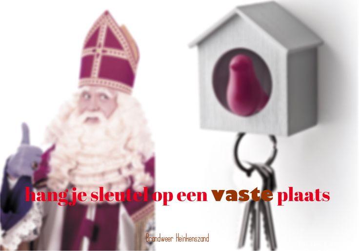 De Sint en Piet kunnen in het donker uw schoentjes vinden, kunt u in het donker uw huissleutels vinden? #veiligvluchten #brandweerheinkenszand