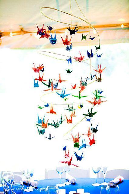 decora con grullas de papel