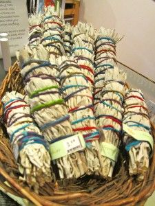 An article that explains smudging, how to do it...and how it works.