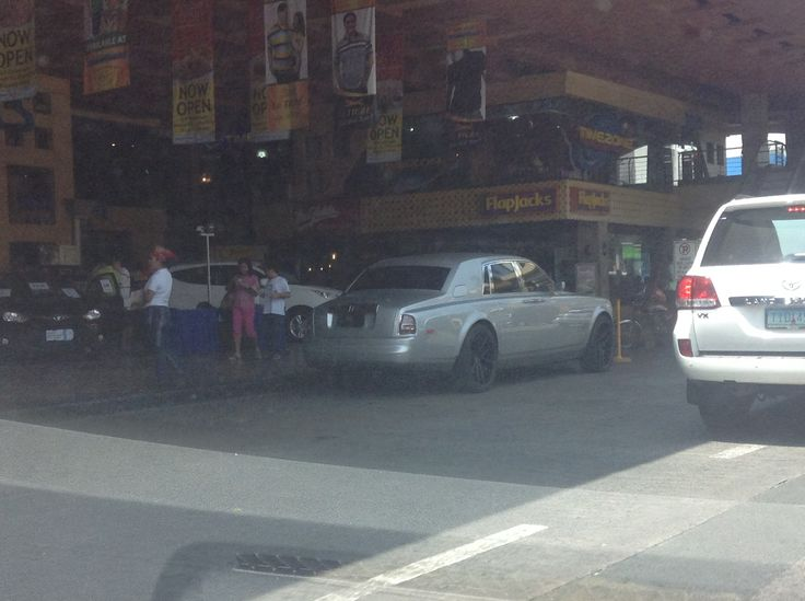 My first Rolls-Royce Phantom spotting in Manila! (Theatre Mall, Greenhills, San Juan City)