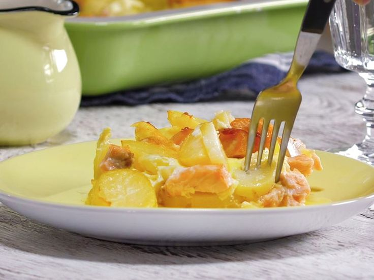 Smaklig: Wenn sich Lachsfilets und Kartoffeln in einer Auflaufform begegnen, kann nur etwas sehr Gutes dabei herauskommen.