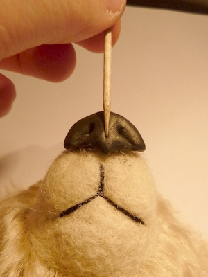 Polymer Clay Bear tutorial! OMG! Two things I love (sewing plush & polymer clay) together. I have been buying my noses, but think I'll try this! Such a great idea.