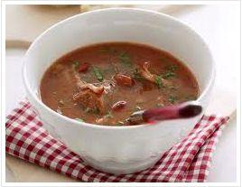 #Bruine bonen soep #Campingrecept - Kook de bruine bonen en de rest van de ingrediënten 15 min.  -Blik bruine bonen -20 gram boter -Ui -Klein winterwortel -Laurierblad -Twee eetlepels tomatenpuree -Kwart liter water -Stokbrood -Kruidenboter -Peper en zout