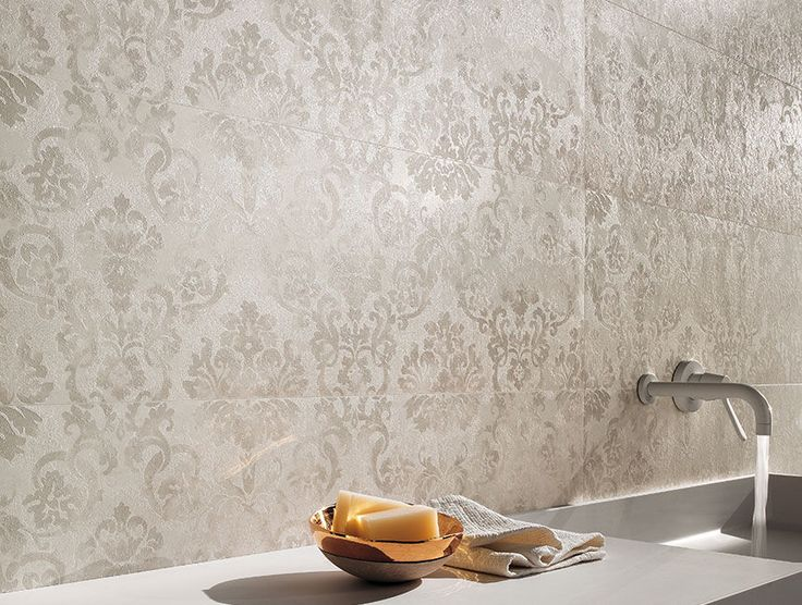 Best 25 damask bathroom ideas on pinterest bathroom storage drawers bathroom outlet and outlets - Piastrelle bagno damascate ...
