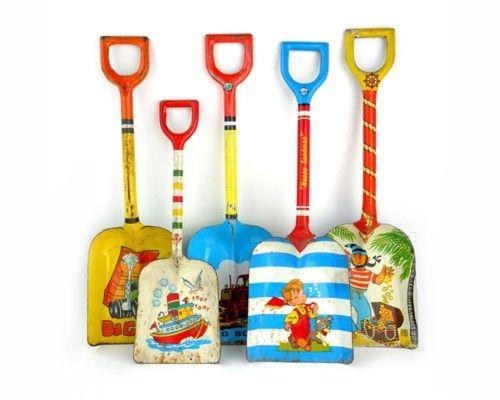 tin shovels and pails: At The Beaches, Wall Art, Vintage Tins, Sands Shovel, Children Toys, Vintage Beaches, Beaches Houses, Beaches Cottages, Tins Shovel
