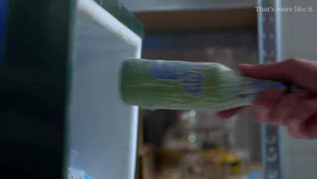 Pintje gekoeld in 7min door er een nat keukenpapier rond te draaien alvorens het in de diepvriezer te steken. Elke liefhebber van een frisse pint kent het volgende probleem: je koopt een bak bier maar vergeet hem tijdig koud te zetten. Vervolgens wil je een ...