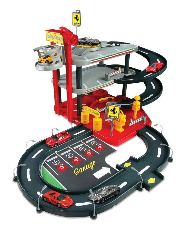BBurago Ferrari Parking Garage + 4 autíčka. Krásná dvoupatrová garáž od značky BBurago. V balení kluci naleznou čtyři kovová autíčka v měřítku 1:43. Teď už nebudou mít auta po celém pokoji.