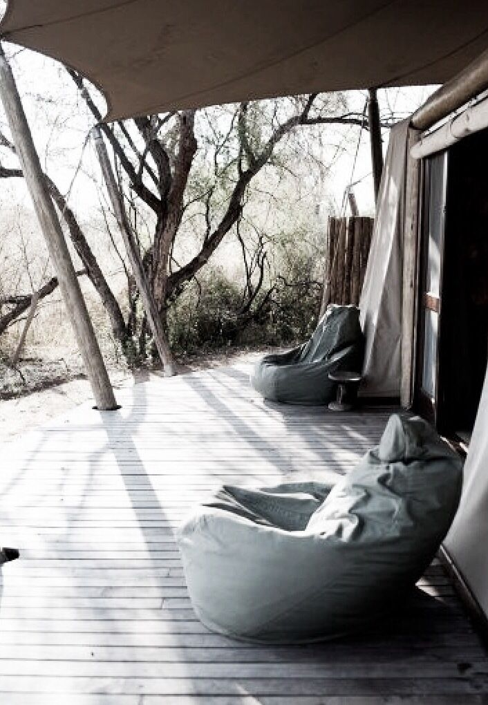 Oooh this looks like such a peaceful place to sit!/Repinned via Decorget