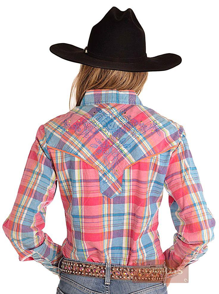 Camisa Feminina Manga Longa Xadrez Cowgirl Up   Camisa feminina manga longa importada da marca Cowgirl Up. Lindo tecido xadrez nas cores: rosa, azul, laranja, verde e branco. Detalhes em bordado e taxas. Ideal para mulheres que gostam de cavalos e do estilo country. Também uma ótima opção de presente.