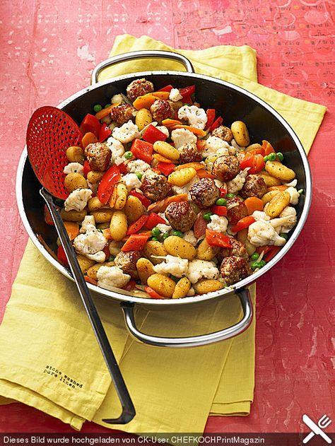 Gnocchi-Gemüse-Pfanne mit Mettbällchen, ein beliebtes Rezept aus der Kategorie Braten. Bewertungen: 144. Durchschnitt: Ø 4,3.
