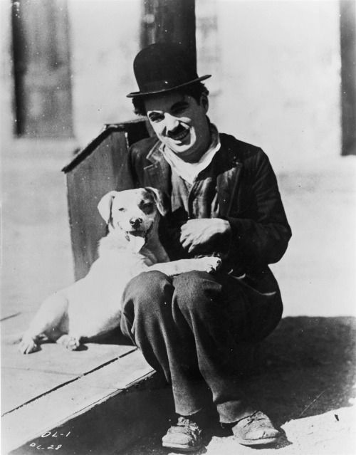 """Charlie Chaplin in the silent comedy """"A Dog's Life"""", 1918."""