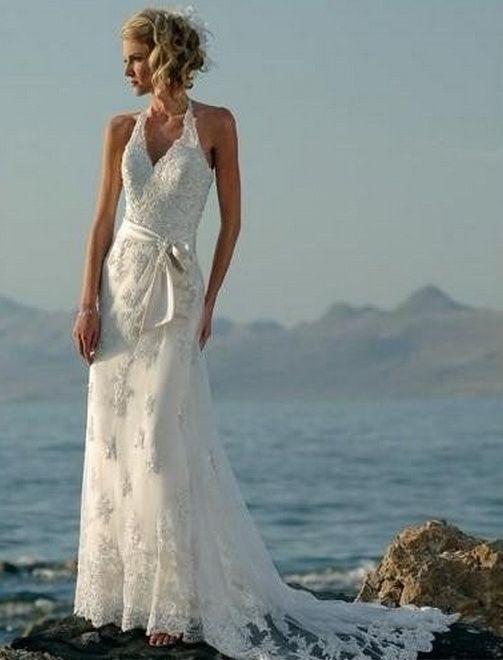 Vestido de novia - VN44 (frente) - Realizado en satén 395. Escote Marilyn con transparencia. Corset trabajado con encaje así como también la falda. Espalda corsetada. Corte recto. Falda de encaje con cola desnivelada con transparencias, la cual se puede levantar para la fiesta.