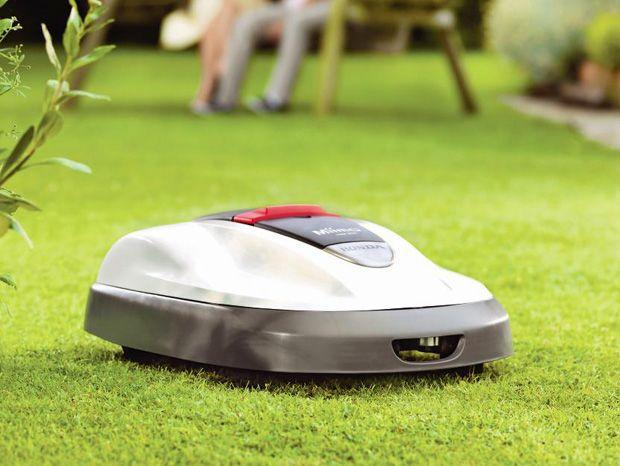 Honda présente la #tondeuse révolutionnaire qui coupe la pelouse toute seule #fun