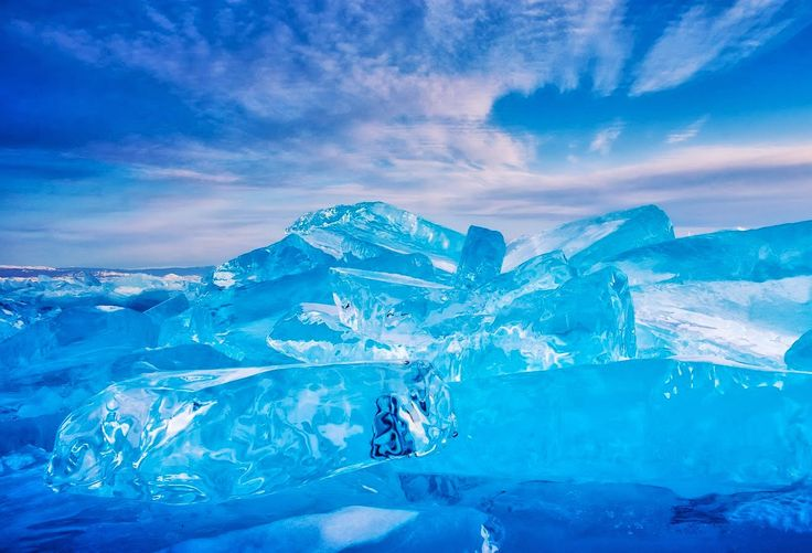 Lake Baikal 世界最高の透明度が魅せるエメラルドの絶景「バイカル湖」は世界一の湖|MERY [メリー]