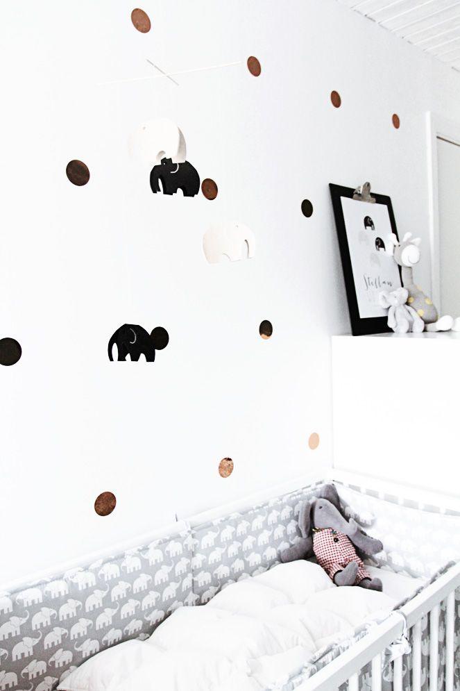 #nursery #babykamer met koper #confetti op de muur   smäm
