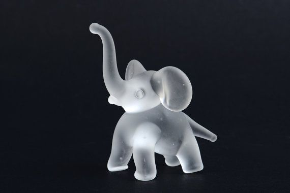 Elefante de cristal glaseado miniatura figuras de por Brocantebcn #elephantfigurines #glassanimals