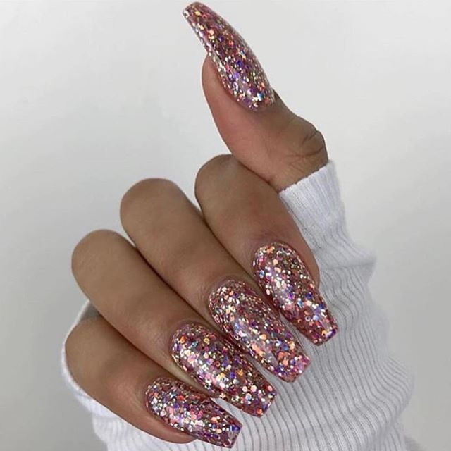 Love these sparkly nails @lipstickcindrella