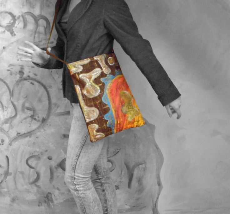 Originál malovaná taškokabelka - brown and colors Originální kabelka - žebradlo. Jedná se o originální kus - nelze vyrobit stejný. Pevná látka. Vypodšívkováno. Látka před samotným šitím prochází procesem barvení, batikování a ručním malování. Nastavitelný popruh. Lze nosit křížem i na rameno. Rozměry: 35x30cm