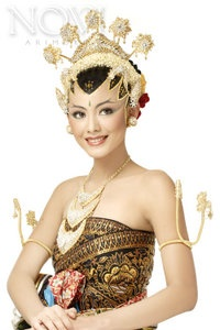 Beautiful Javanese Woman in Traditional Dress - Exotic of Indonesia Culture