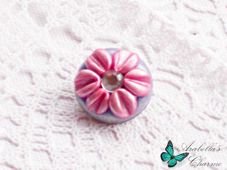Spilla con fiore margherita rosa e viola fatta in fimo di ArabellasCharme su Etsy