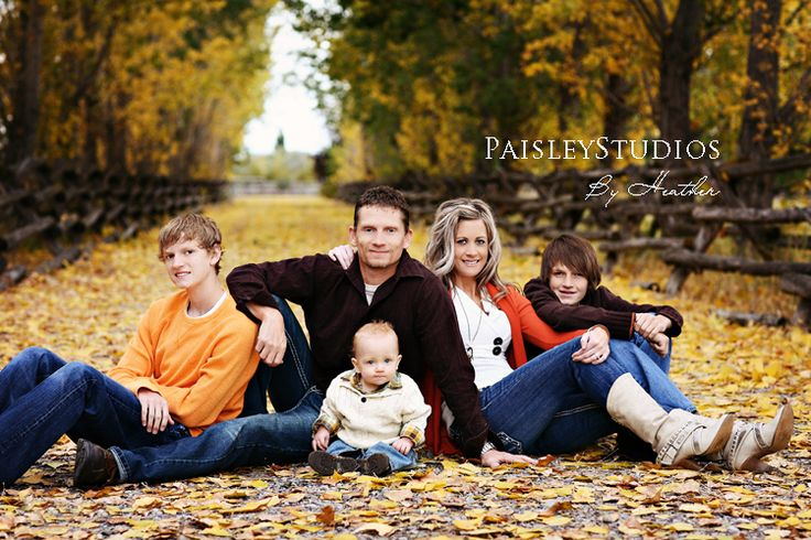 This picture is so adorable! Can't wait for family pic this year!